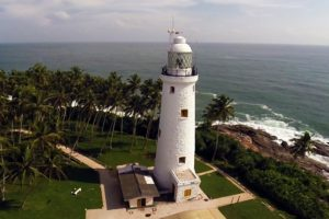 Маяк Barberyn Island Lighthouse построили англичане в 1928 году
