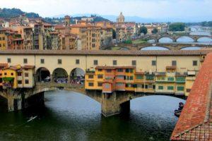 Мост Понте Веккьо во Флоренции.