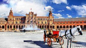 Площадь Испании в Севилье находится внутри парка Марии Луизы