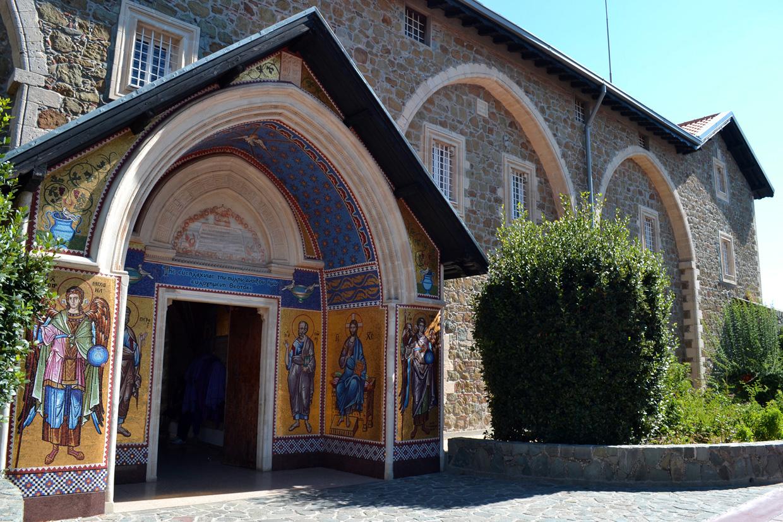 Вход в Свято-Киккский монастырь