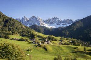 Доломитовые Альпы. Деревня Фунес в провинции Больцано (Италия)