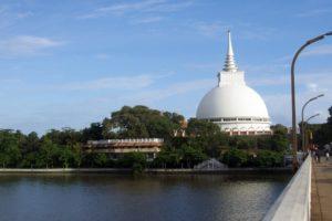 Дагоба Калутара Вихра находится в месте, в котором побывал Будда Шакьямуни,.