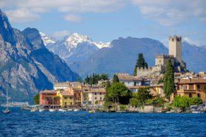 Город Мальчезине, расположенный на восточном берегу озере Гарда тесно связан с жизнью Иоганна Гёте
