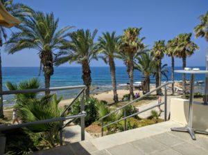 Врисудия А — песчаный пляж окружен скалами. Поблизости от него Вирсудия Б, с таким же песчаным пляжем.