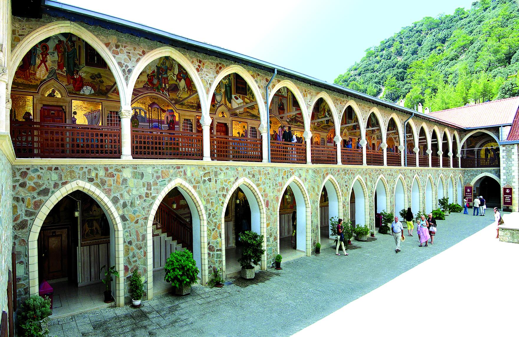 Верхний двор Свято-Киккского монастыря