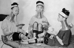 Паттайя. Женщины народности Каренов Падаунг