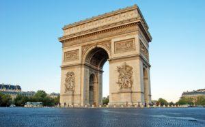 На арке расположена смотровая площадка, поднявшись на которую можно полюбоваться Парижем с высоты 5- метров