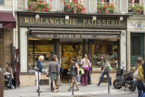 Гуляя по Парижским улицам можно аппетитно перекусить в многочисленных булочных и кондитерских