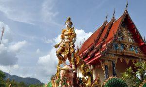 Посетив храм Wat Salak Phet, вы ощутите все великолепие мира мифических существ юго-восточной Азии