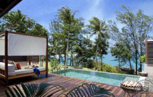 Прекрасный комплекс Centara Villas Phuket расположен на скалах, занимает шикарную зеленую территорию