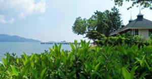 Возле одноименного курорта построен маленький причал, от которого отправляются экскурсии к расположенным поблизости островам.