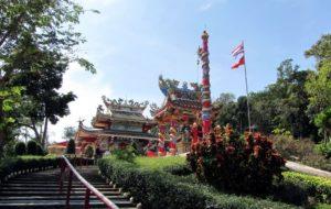 «Святой отец Ко Чанг», так переводится название этой святыни