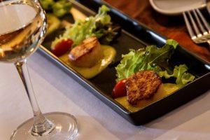 Ресторан De Dos - это французская кухня, вдохновленная азиатскими мотивами