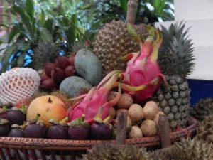 Паттайя. Национальный парк Намтокфлио. Фрукты с фруктовой фермы Suphattra Land