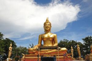 Высотой 120 метров над уровнем моря возвышается холм Большого Будды