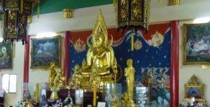 Паттайя. Храм Вихарнра Сиен Храмового комплекса Ват Ян. Позолоченная статуя Будды