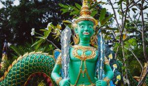 Божество Asura Mayura, в его облике сочетаются павлин и человек