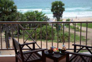 Пляж от отеля Karon Sea Sands Resort расположен через дорогу.