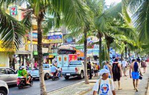 Численность местных жителей Паттай около 100 000 человек
