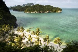 На территории заповедника многочисленные песчаные пляжи. Море в южной части парка очень прозрачное