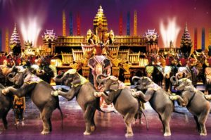 На Камалу приезжают отдыхающие со всего острова, чтобы посмотреть фееричное шоу Пхукета -Phuket Fantasea