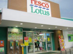 У главной дороги в самом начале пляжа можно сделать покупки в супермаркете Tesco Lotus, а напротив него – в недавно открывшемся гипермаркете Big C.
