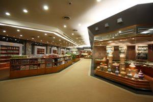 Крупнейший центр торговли ювелирными изделиями – это Gems Gallery