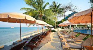 Южная граница пляжа – курорт Koh Chang Kacha Resort.
