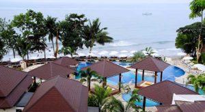 Обилие солнца, прозрачная морская вода и белый коралловый песок дополняют возможности отдыха предоставляемые самыми известными и роскошными отелями Ко Чанга.