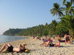 Пляж Лонли подойдет для активных молодых людей