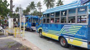 Популярны у туристов и так называемые синие автобусы, или сонгтео