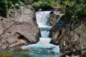 Расположенный в тропическом лесу четырехуровневый водопад Тан Майом (Than Мayom)