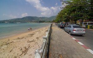 yg kamalaИз-за большого количества камней и булыжников и узкой береговой полосы южная часть пляжа Камалы не подходит для пляжного отдыха