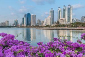 Город входит в тропический пояс, где наблюдается три сезонных периода. Жаркое время года приходится на весенний период средней полосы России.