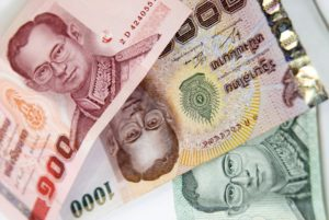 На острове валютный курс практически такой же, как и в Паттайе, немного выше, чем предлагается в аэропортах.