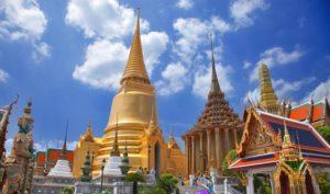 Это самая главная достопримечательность не только Бангкока, но всего Таиланда. Сюда съезжаются паломники со всего света, исповедующие буддизм.