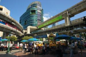 Сиам-сквер. Район, где расположено много различных торговых заведений, стоимость товаров в которых значительно ниже.