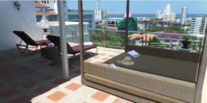 В каждом номере отеля категории Suite собственная терраса, с которой открывается вид на море, а с балкона вид на бассейн.