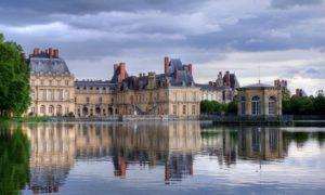 Фонтебло - еще один замок, где рождались и жили французские короли