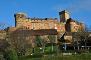 Стены этого замка принимали участников Крестовых походов и Столетней войны, видели, как плетутся интриги и заговоры и давали кров именитым гостям