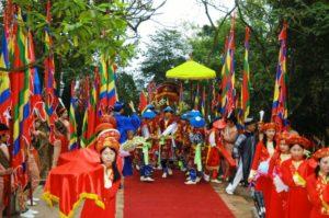По данным исследователей фольклора, во Вьетнаме ежегодно проходит около 500 традиционных фестивалей.