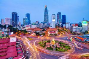 В плодородной дельте реки Меконг на юге страны расположен крупнейший город Вьетнама – Хошимин (прежнее название Сайгон).
