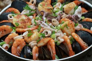 Местные жители знакомы с сотнями сортов рыбы, из которых готовят самые разнообразные блюда.