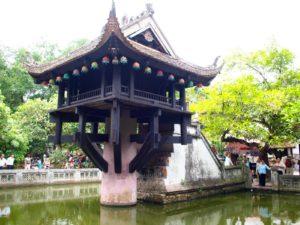 В Ханое можно полюбоваться старинными храмами, дворцами, пагодами, рынками, театрами и парками, проплыть по древнему каналу.