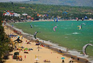 Заниматься серфингом, виндсерфингом и кайтингом можно практически на всем побережье.