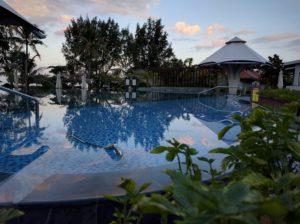 На территории отеля открытый бассейн, теннисные корты, фитнес и спа центры.