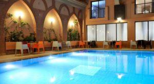 Бассейн в отеле выполнен в традиционном марокканском стиле во внутреннем дворе и располагает террасами с зоной отдыха, где гости могут с комфортом расположиться с освежающими коктейлями и легкими закусками.