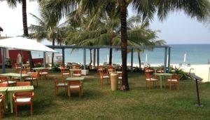 У отеля собственный частный пляж, оборудованный шезлонгами и зонтиками.