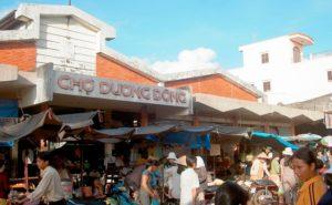 Дуонг Донг - самый большой открытый рынок острова Фукуок, где путешественникам предлагают приобрести широкий ассортимент свежих продуктов.