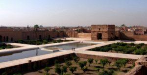 Внутренний двор дворца Эль Бади столь велик, что окружающие его постройки кажутся несоразмерно маленькими.